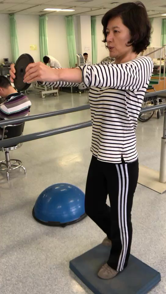 踝关节韧带损伤康复:要想恢复很好的功能,除了角度力量还要针对性增加平衡本体感觉训练